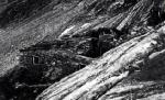 Zbytek budovy dolu (cca 2800 m n.m) pod vrcholkem Goldzechkopf, zničená lavinou