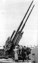 Protiletadlové kanony ráže 128 mm na věži (dobový snímek)